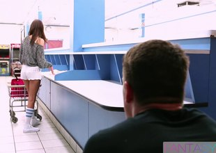 Broke coed gets drilled while doing laundry at the laundromat
