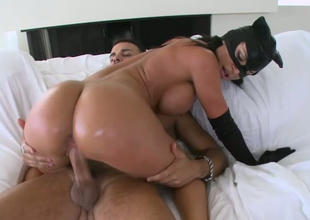 Busty babe in batman mask Franceska Jaimes rides big 10-Pounder reverse