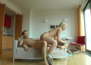 Fabulously sexy breathtaker Sweet Cat is an oral floozy who knows what to do with Rocco Siffredis sturdy man meat