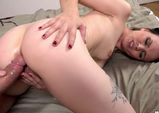 Joanna Darksome has some time to get some anal pleasure