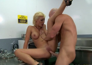 Ultra sexy cutie Lexi Swallow with soaked breasts gets humped naive by sex hungry Johnny Sins