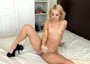 Aaliyah Love spreads her sexy legs and models her cunt