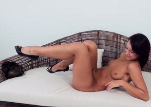 A solo beauty is sticking a dildo in her pussy in a gonzo video